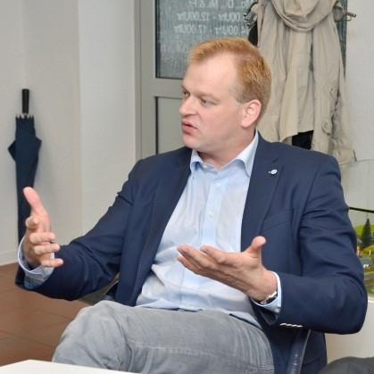 Albert Stegemann ist interessiert an Entwicklungen in der Energiebranche und deren Chancen für seinen Wahlkreis.