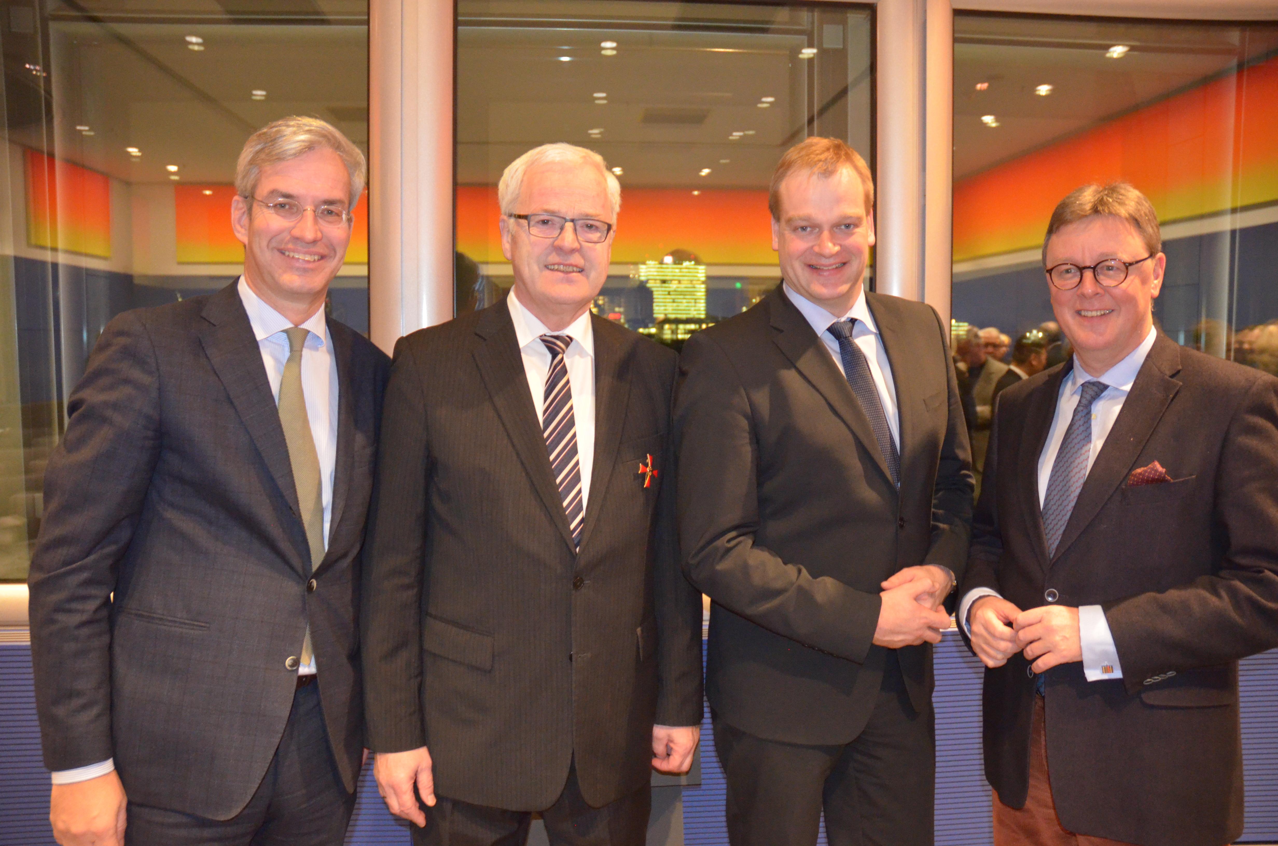Foto (v. l.): Dr. Mathias Middelberg, Vorsitzender der CDU-Landesgruppe Niedersachen; Dr. Hermann Kues; Albert Stegemann, MdB; Michael Grosse-Brömer, Erster Parlamentarischer Geschäftsführer der Fraktion der CDU/CSU im Deutschen Bundestag