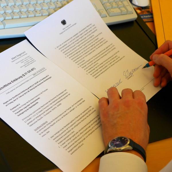 Unterzeichnung der Schriftlichen Erklärung gemäß § 31 GO-BT