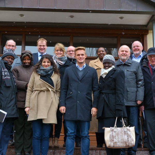 Die Delegation aus Uganda mit emsländischen Vertretern vor der Johannesburg