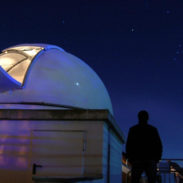 Die Sternwarte Neuenhaus bei Nacht (Copyright: Christoph Lohuis, 1. Vorsitzender Astronomischer Verein der Grafschaft Bentheim)