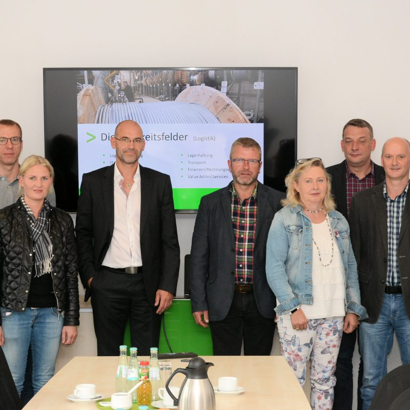 Die CDU zu Besuch bei Boll in Emsbüren – unter anderem mit Matthias Stein (3 v.l.), CDU-Vorsitzender Emsbüren; Ulrich Boll (5 v.l.), Geschäftsführer; Martin Otten (3 v.r.), Ortsbürgermeister Ahlde; Albert Stegemann (1. v.r.), MdB;