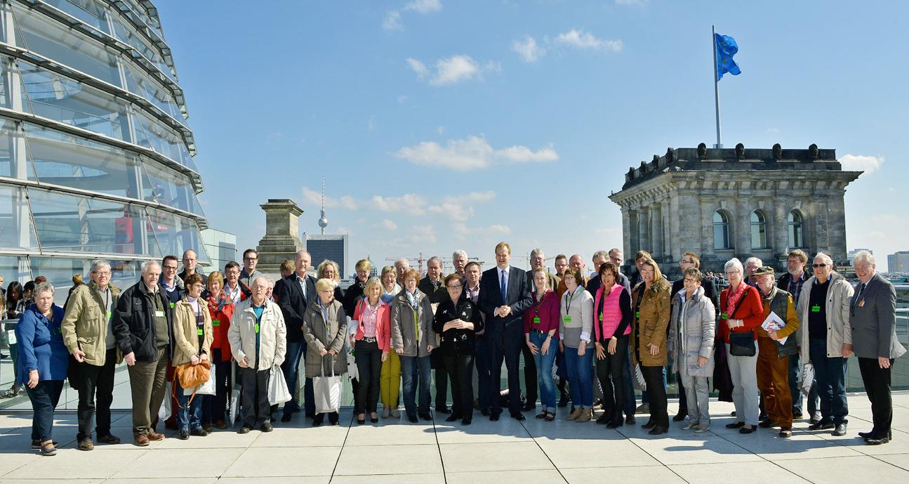 Mit meiner ersten BPA-Gruppe im März 2014 auf der Dachterrasse des Reichstages (BPA-Fahrt 25.-28.März 2014)