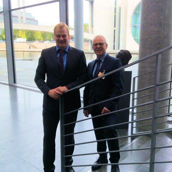 Foto (v.l.): Albert Stegemann, Bundestagsabgeordneter; Gerd Schierenbeck, Landesvorsitzender der Initiative 50Plus