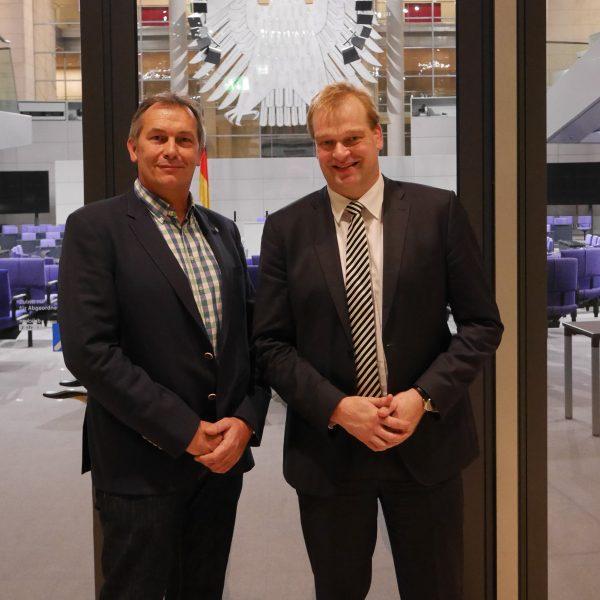 Betriebsratsvorsitzende des Kernkraftwerks Emsland Peter Hubelitz und Albert Stegemann am Rande des Energiepolitischen Dialogs der CDU/CSU-Fraktion in Berlin