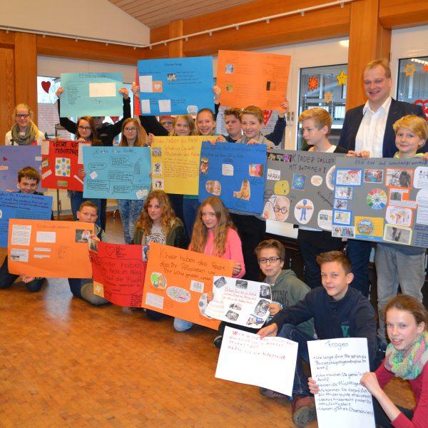 Schüler der Jahrgangsstufe 7 der Johannesschule Meppen mit Albert Stegemann