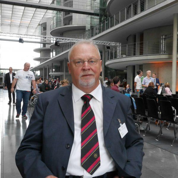 """Walter Teckert am Rande der Dialogveranstaltung """"Politik für und mit Menschen mit Behinderung"""" im Deutschen Bundestag"""
