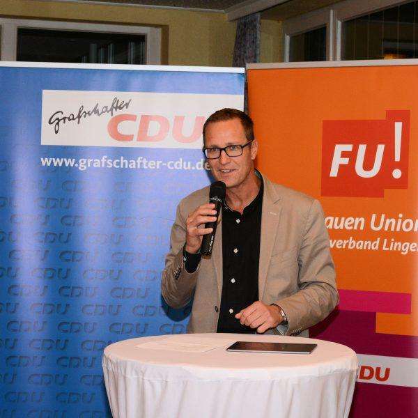 Dr. Roy Kühne, MdB informierte die Gäste über die Situation der Hebammen und die Überlegungen in Berlin, wie diese verbessert werden könne.