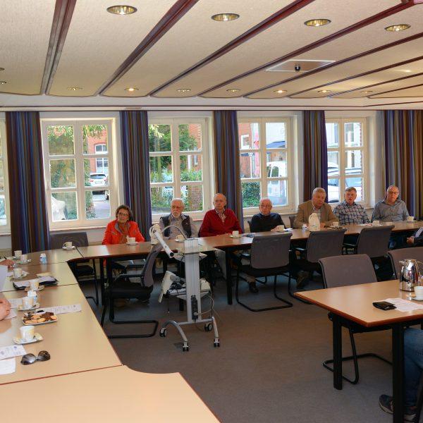 Im Gespräch: Gundula Zieschang, Vorsitzende Evangelischer Arbeitskreis der CDU im Kreisverband Lingen; Albert Stegemann, MdB; Werner Thele, stellvertretender Vorsitzender Senioren Union; Johannes Ripperda;