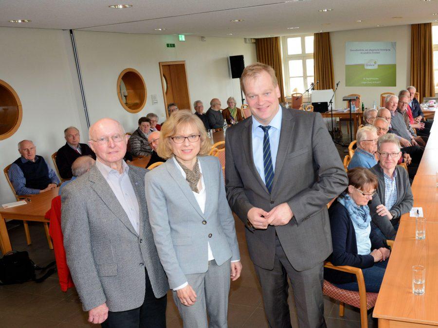 Dr. Sigrid Kraujuttis und Albert Stegemann gemeinsam mit den Kolpingern im Haus der Vereine in Lingen