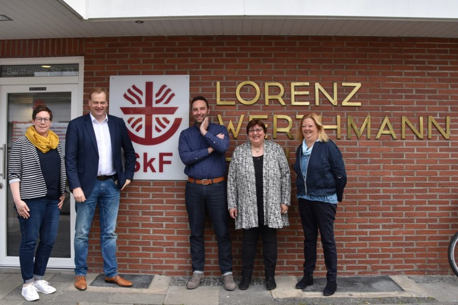 Albert Stegemann mit Vertretern des SkF und SKM in Nordhorn
