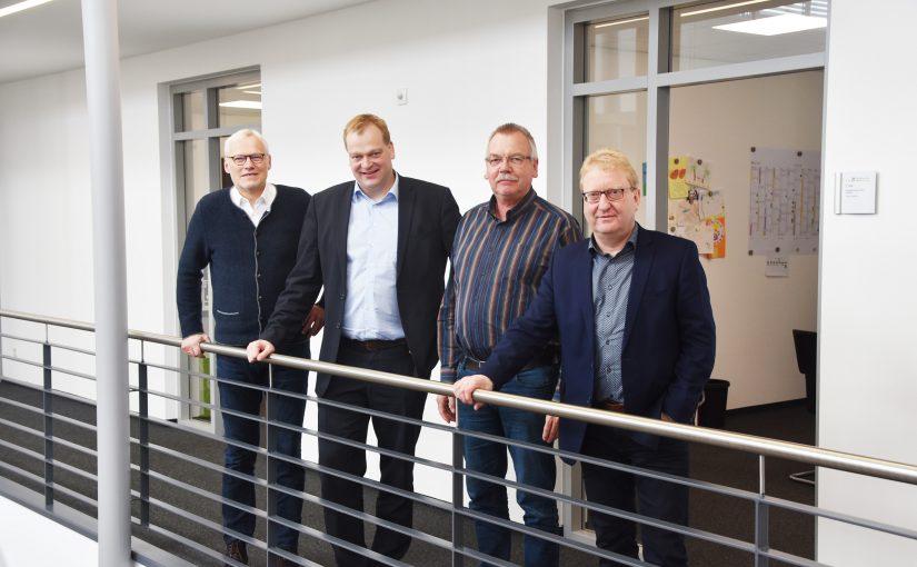 Foto (v.l.n.r.): Bernhard Weinberg (Geschäftsführer SWSE u. TAV), Albert Stegemann MdB, Helmut Puls (stellv. Geschäftsführer TAV), Hartmut Klokkers (Prokurist SWSE)